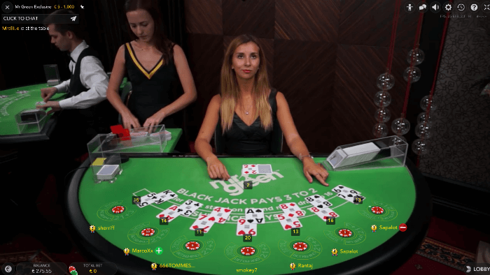 Best strategy to win poker tournament